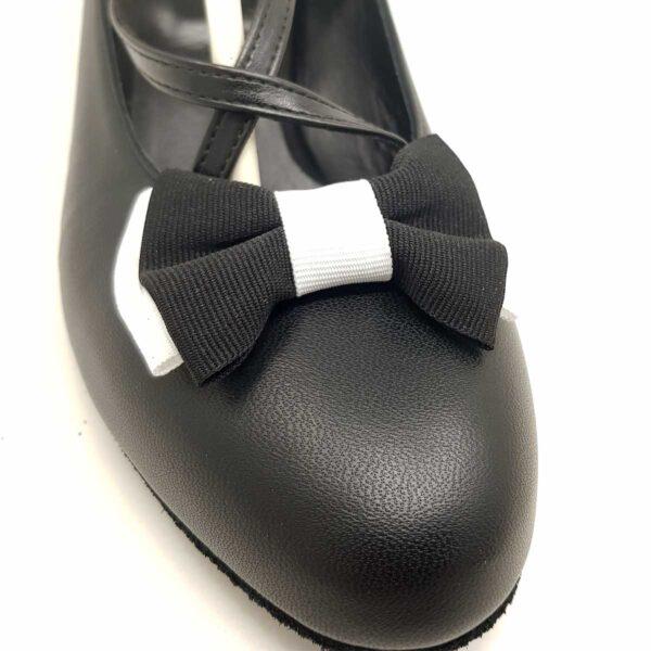 scarpe nere con fiocco